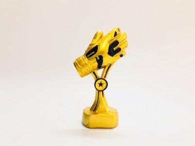 Cúp găng tay vàng
